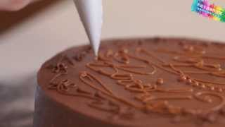 getlinkyoutube.com-手繹生活// 頂級蛋糕裝飾技法示範 Cake Decorating (完整篇)