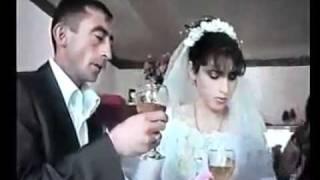 عالم العجائب- عروسين في قمة الغباء