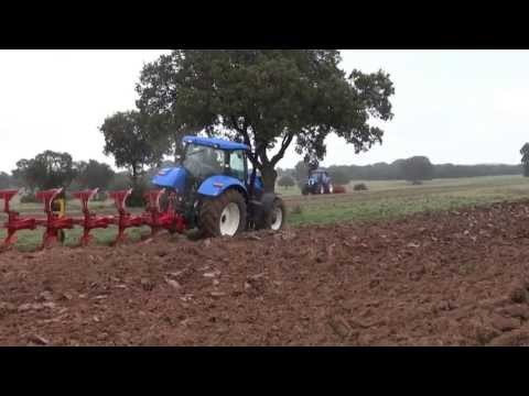 Demostraccion New Holland Serie T7 y Pottinger. Arando, Ploughing