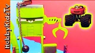 getlinkyoutube.com-Disney Cars Toon Monster Truck Wrastlin' Ring! Mator Tormentor and Frightening McMean HobbyKidsTV