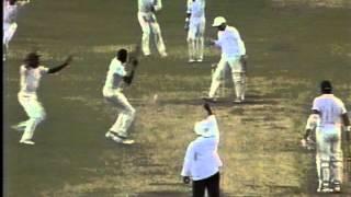 getlinkyoutube.com-Curtly Ambrose 8/45 vs England 4th test 1990