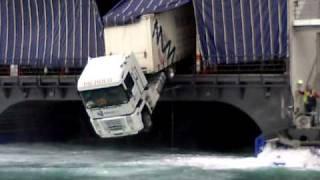 getlinkyoutube.com-camion saliendo del barco