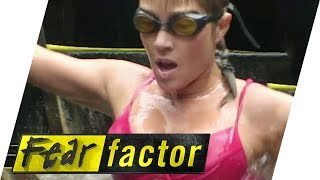 getlinkyoutube.com-Bikini Model in Fish Guts | Fear Factor Extra