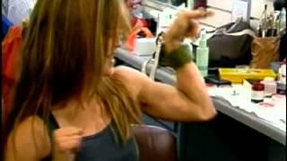 getlinkyoutube.com-linda hamilton biceps