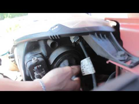 Nissan Note 1.6 замена лампочки в фаре