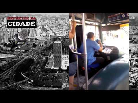 Motorista de ônibus é flagrado dirigindo e enviando mensagens no celular em SBC