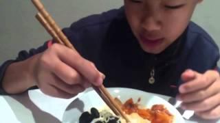 getlinkyoutube.com-How to Use Chopsticks Easily For Beginners