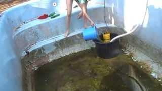 getlinkyoutube.com-kinder beim schwimmbecken reinigen 21 04 2012 teil2