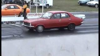 getlinkyoutube.com-Holden LC Torana against a Nissan Skyline drag race