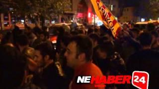 Erzincanda Sarı Kırmızılıların Yağmur Altında Derbi Coşkusu