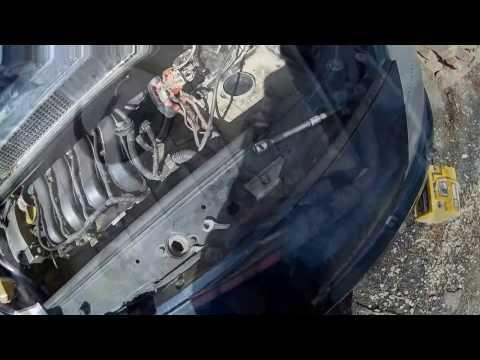 Замена лампы ближнего света в Рено Сценик 2 of a passing beam lamp in Renault Scenic 2