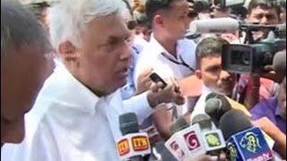 PM visits Meethotamulla disaster zone