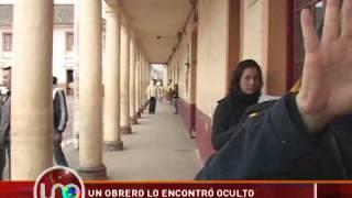 """getlinkyoutube.com-Un obrero encontró un """"duende"""" oculto en una pared que tiene 400 años"""