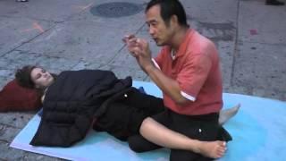 getlinkyoutube.com-1137 Luo dong spiritual massage on street 精神按摩路邊