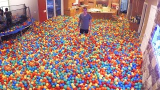 getlinkyoutube.com-Crazy Plastic Ball PRANK!!