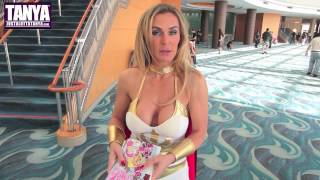 getlinkyoutube.com-Sexy She-Ra Cosplay By TANYA TATE At Long Beach Comic Con (HD)