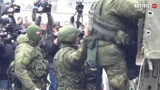 getlinkyoutube.com-Симферополь Аэропорт Зеленые человечки 28.02.2014