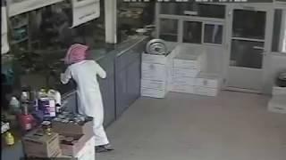 getlinkyoutube.com-Saudi Stealing Live On Camera