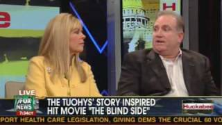 getlinkyoutube.com-Huckabee Interview with the Tuohy family who adopted Michael Oher - Blind Side 2