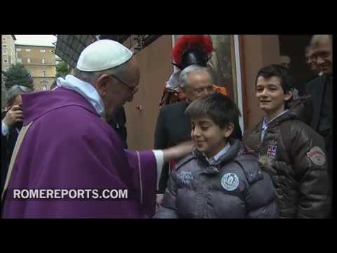 Pope Francis greets pilgrims  tourists after Mass