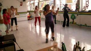 getlinkyoutube.com-ZUMBA LA MATRACA
