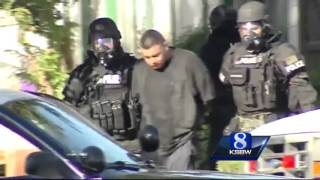 getlinkyoutube.com-Police standoff in Salinas