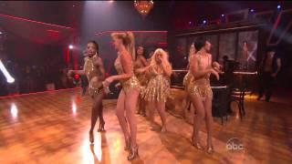 getlinkyoutube.com-Christina Aguilera - Show Me How You Burlesque (Live 11.23.10) [TheSuperHD Video]