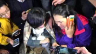 [세월호 침몰 참사] 여객선 안 자녀와 통화하는 학부모