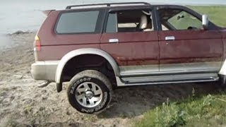 getlinkyoutube.com-Mitsubishi Pajero vs Pajero Sport Off road 4x4 Extreme Compilation