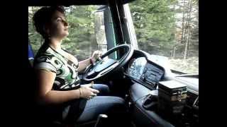 getlinkyoutube.com-O adevarata soferita profesionista si unica din Romania, pe camion de padure.