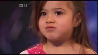 getlinkyoutube.com-Shakira little  - Britains Got Talent