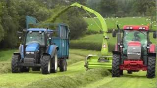 getlinkyoutube.com-Silage 2011 - Tedding,Raking, Lifting.