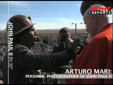 Arturo Mari  the photographer of the Pope