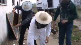 getlinkyoutube.com-4/13 Lucrari de primavara la stupina cu 2 apicultori incepatori - Sfaturi practice de apicultura