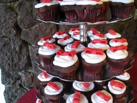 Pastel de Quince Años Precioso Pastelito y Cupcakes