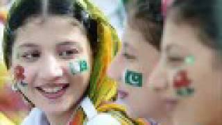 getlinkyoutube.com-national song pakistan..maon ki doa puri hui..14August 2008