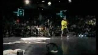 getlinkyoutube.com-Hong 10 vs. Pelezinho - Red Bull BC One 2005 - High Quality