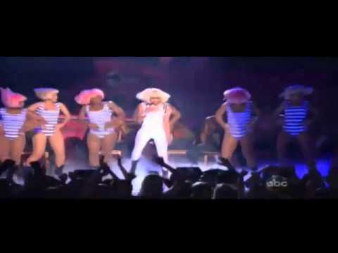 Britney Spears - Till The World Ends feat. Nicki Minaj - Superbass Live Billboard Music Awards 2011