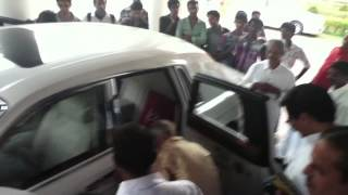 His Highness Uthradam Thirunal Marthanda Varma entering his Rolls Royce Phantom
