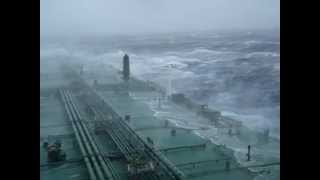 getlinkyoutube.com-Large tanker in an Atlantic storm.mpg