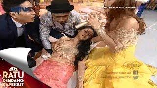 getlinkyoutube.com-Personil Duo Sabun Colek Pingsan Saat Perform -Ratu Dendang Dangdut (3/8)