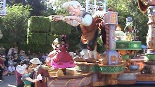 getlinkyoutube.com-Disneyland Parade Fail