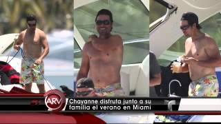 getlinkyoutube.com-Chayanne en la  playa con su familia en Miami.