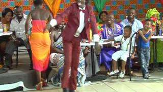 getlinkyoutube.com-kwadwo nkansah at kente show in italy dancing Azonto & alkayida