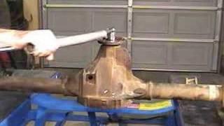 "getlinkyoutube.com-Setting pinion bearing preload on the Ford 8.8"" axle"