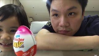 getlinkyoutube.com-พี่ภาคเซอร์ไพรส์น้องทอรุ้งด้วยไข่ Kinder Eggs | อยากรีวิว - YARK REVIEW