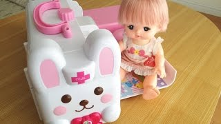 getlinkyoutube.com-メルちゃん うさぎさん きゅうきゅうしゃ /  Fun & Compact ! Mell-chan Doll Ambulance Hospital Toy !