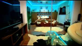 getlinkyoutube.com-Veronica Pivetti doppia Alex Polizzi - Backstage Hotel allo Sbando