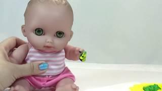 getlinkyoutube.com-Дочки-Матери с пупсом Кира. Развивающее видео для детей