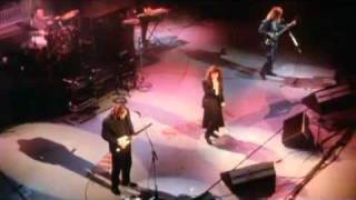 "getlinkyoutube.com-Kate Bush & David Gilmour ""Running Up That Hill"" Live 1987"